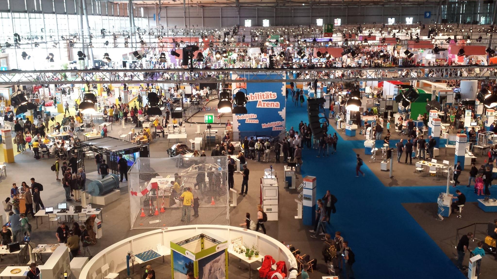 """Über 350.000 Besucher und 230 Aussteller auf der Ideen Expo in Hannover: Und irgendwo mittendrin in Halle 9 """"Kunos coole Kunststoff-Kiste"""""""