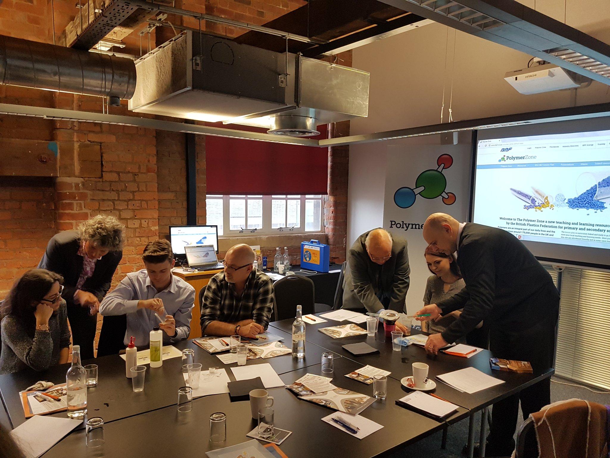 Fleißiges Ausprobieren der Kuno, pardon, Olly-Experimente in Manchester