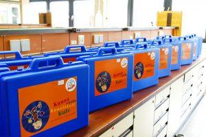 Die Koffer stehen bereit: Jeder Teilnehmer einer Kuno-Fortbildung erhält ein Experimentierset für die Schule