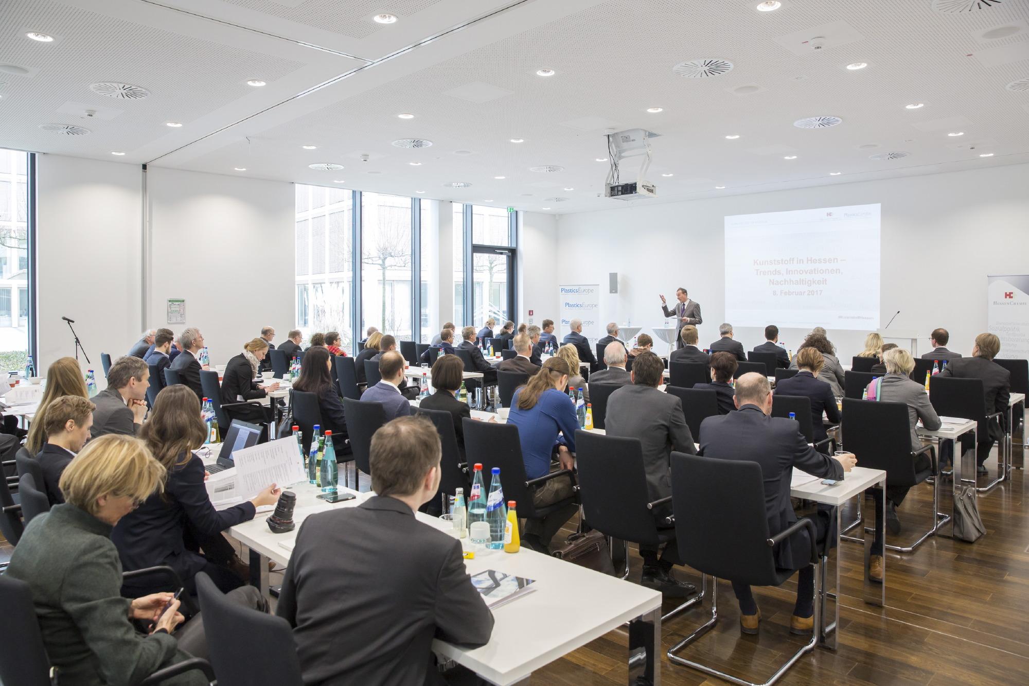 "Gut besuchte Reihen bei ""Kunststoff in Hessen"" in Wiesbaden"