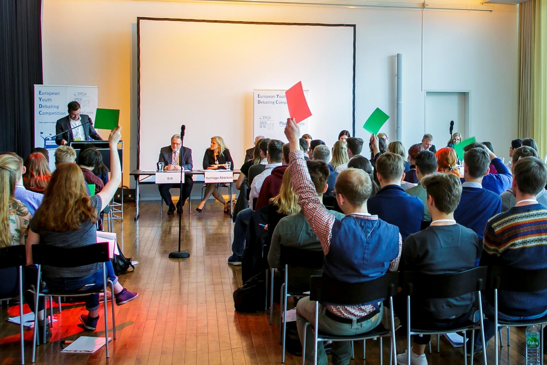 Europäischer Jugend-Debattierwettbewerb 2018 von EPCA und PlasticsEurope startet in Neuss